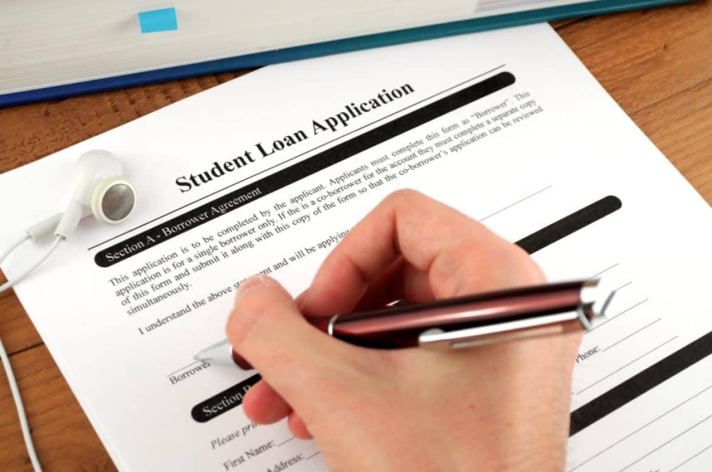 Solicite ofertas de préstamos para estudiantes federales o gubernamentales